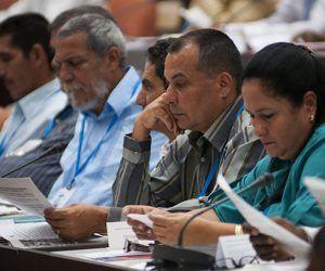 Los parlamentarios cubanos analizaron los documentos que definen el futuro de la naación. Foto: Irene Pérez/ Cubadebate.