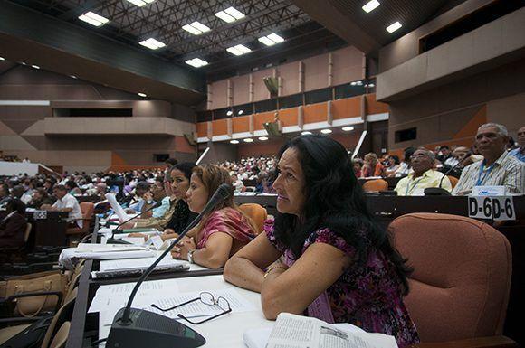 Diputados cubanos durante la segunda Sesión Extraordinaria de la octava legislatura del Parlamento cubano. Foto: Irene Pérez/ Cubadebate.