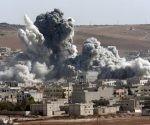 Ataque aéreo en la ciudad siria de Raqqa. Foto: AP.