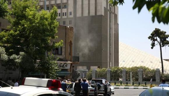 Atentado de Estado Islámico en el Parlamento de Irán: al menos dos muertos Atentado de Estado Islámico en el Parlamento de Irán: al menos dos muertos. Foto: Reuters.