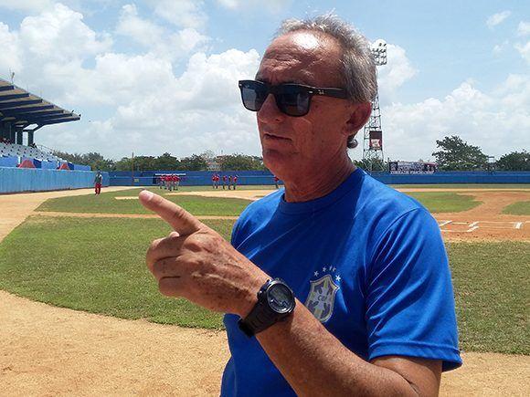 El encargado de la categoría sub-18 años en la Dirección Nacional de Béisbol, Rolando Basulto. Foto: Katheryn Felipe/Cubadebate.