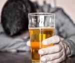 El consumo de alcohol, incluso a niveles moderados, se asocia con un mayor riesgo de resultados cerebrales adversos.