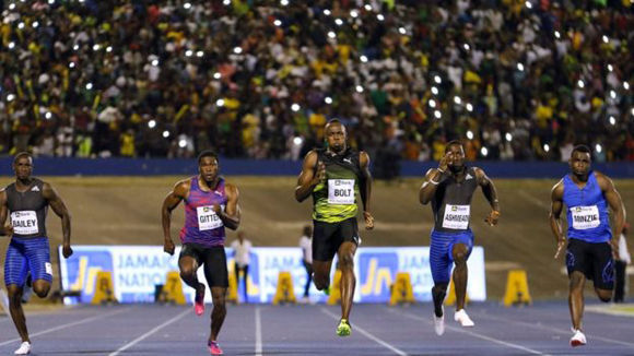 """El ocho veces campeón olímpico ganó con facilidad la carrera, sus primeros 100 metros de este año, pero admitió haber tenido un """"extraño ataque de nervios"""". Foto: Reuters."""