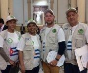 Integrantes de la Brigada Médica Cubana luego de recibir la distinción en el Parlamento de Perú. Foto: Enmanuel Vigil/ Facebook.