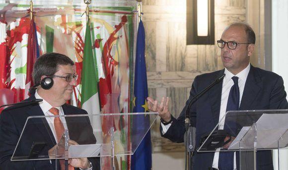 Bruno Rodríguez, canciller de Cuba, y Angelino Alfano, su homólogo italiano, durante una conferencia de prensa en Roma. Foto: Cancillería italiana.