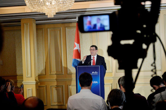 En conferencia de prensa desde Austria, el Canciller cubano. Foto: @CubaMINREX