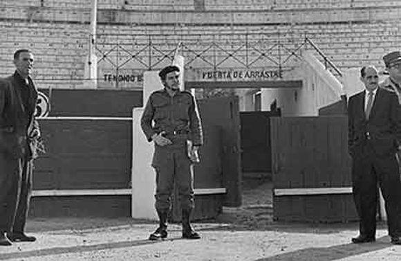 A mediados de 1959 hizo un tránsito por Madrid, España, y pidió visitar una plaza de toros, en este caso la de Vista Alegre. Foto: Cesar Lucas.