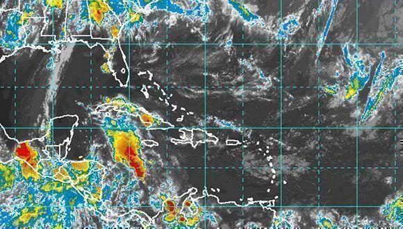 En Cuba persistirán las lluvias en el occidente. Imagen: NOAA Satellite.