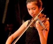 Impresionante la ejecución de la pequeña solista Caitlin Yambao, de solo 13 años. Foto: Ramón Barreras Valdés/ Vanguardia. Foto: Ramón Barreras Valdés/ Vanguardia.