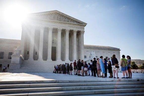 Los detractores consideran que la medida viola una ley federal y la Constitución. | Foto: EFE