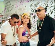 """Diana Fuentes junto a Gente de Zona en el videoclip """"La vida me cambió"""". Imagen: Captura de pantalla/  DianaFuenetsVEVO / Youtube."""