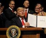 donald-trump-firma-cambio-politica-hacia-cuba