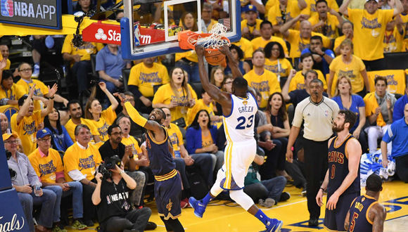 Golden State Warriors forward Draymond Green dunks the ball against the Cleveland Cavaliers during Game 2 of the NBA Finals on June 05, 2016 in Oakland, California. Draymond Green scored 28 points and Stephen Curry added 18 as defending champion Golden State overwhelmed Cleveland 110-77 in the NBA Finals, pushing the Warriors halfway to a title repeat. / AFP PHOTO / AFP/ JOSH EDELSON / JOSH EDELSON