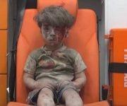 Así fue filmado Omran Daqneesh, un niño sirio de solo tres años utilizado para hacer propaganda contra las fuerzas sirias y rusas. Foto: Captura de pantalla/ Youtube.
