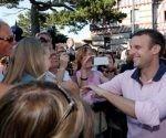 Macron (d) goza de una alta popularidad entre la sociedad francesa.. Foto: Reuters.