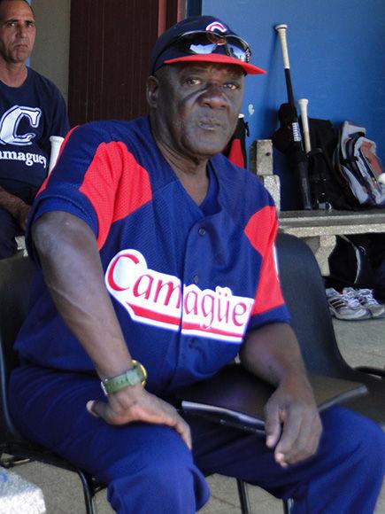 En la Serie 51, dirigiendo la selección de Camagüey.
