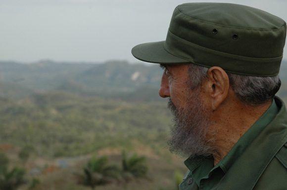 Fidel Castro en la provincia de Pinar del Río, 2003. Foto: Estudios Revolución / Sitio Fidel Soldado de las Ideas.