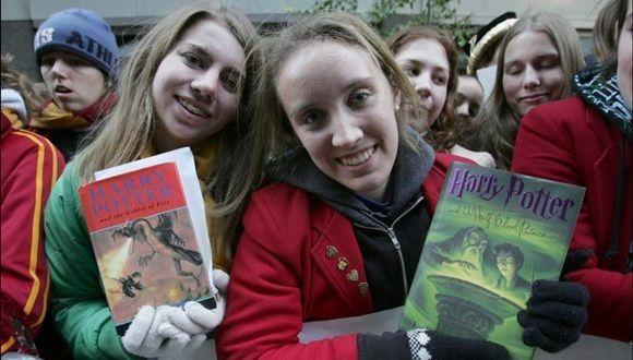 El primer libro de 'Harry Potter' cumple 20 años y sus millones de fans lo celebran  Ver más en: http://www.20minutos.es/noticia/3074103/0/primer-libro-harry-potter-cumple-anos-millones-fans-celebran/#xtor=AD-15&xts=467263