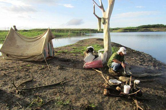 Con la ayuda de lanchas y en condiciones de campaña han tenido lugar exploraciones y hallazgos. Foto: Orlando Álvarez.