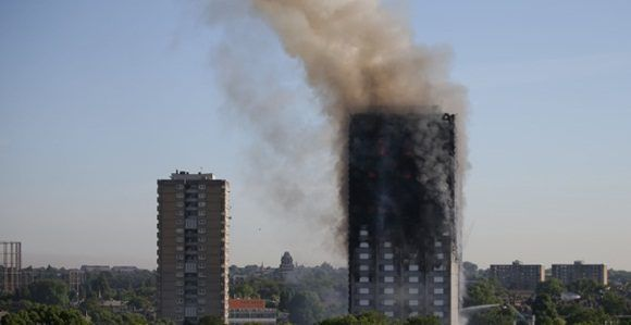 El incendio en un edificio residencial en Londres ha dejado varios muertos. Foto: AFP