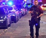 La policía también acudió a un incidente en el mercado de Borough, próximo al Puente de Londres. Foto: PA.