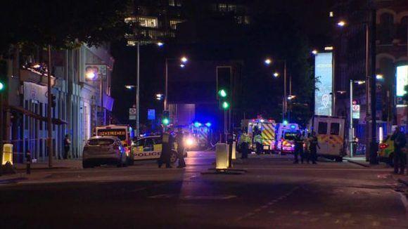 La policía busca al menos a 3 sospechosos, según pudo conocer la BBC.