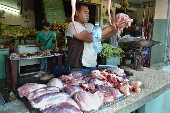 Se dispone hoy de 606 Normas Cubanas de alimentos en las cuales se establecen los requisitos de calidad e inocuidad para cada uno de esos productos, dirigidas a contribuir a la mejora de la salud de las personas y a respetar los derechos de los consumidores. Foto: Eddy Martin Díaz.