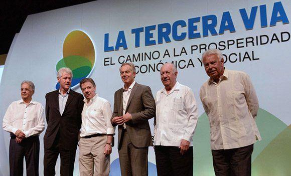 """(de izq a der) Fernando Henrique Cardoso (Brasil) Bill Clinton (EE.UU.), Juan Manuel Santos (Colombia), Tony Blair (Reino Unido) Ricardo Lagos (Chile) y Felipe González (España) durante una reunión sobre """"La Tercera Vía"""" en Cartagena (1/07/2014). Foto: AFP /Manuel Pedraza."""
