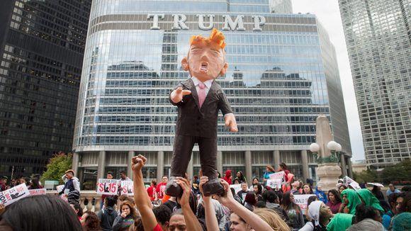 Protesta frente a la Torre Trump en Chicago. Foto: Getty Images.