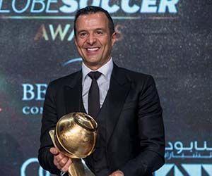 """Jorge Mendes recibe el premio a """"mejor agente del año"""" en 2015. Foto: Reuters."""