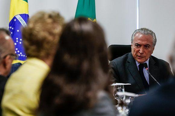 Si las dos terceras partes del Congreso avalan la acusación sobre Temer, el presidente de facto de Brasil deberá abandonar su puesto durante 180 días. Foto: @teteSUR/ Twitter.