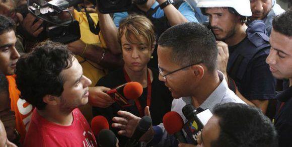 Los estudiantes dialogaron con el ministro Villegas. Foto: AVN.