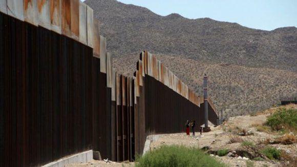 Durante el gobierno de George W. Bush se construyeron unos 1,050 kilómetros de vallas por un costo aproximado de US$7,000 millones. Foto: AFP.