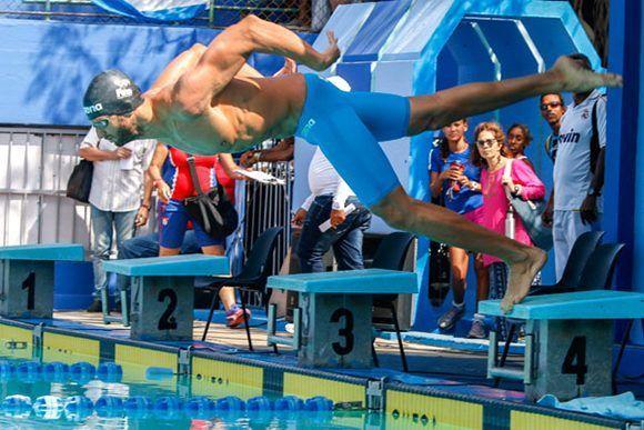 En la Copa Marcelo Saladao, Hanser García logró un discreto tiempo de 50.39 segundos en los 100 metros libres, pero no tuvo oposición. En el Trofeo de Barcelona ganó el bronce en esa distancia con un notable 48,83. Luego fue quinto en 50 con 22,46. Foto: Roberto Morejón/ Jit.