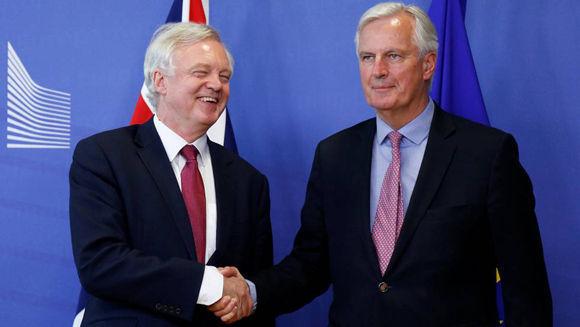 David, negociador británico (derecha), y Barnier, su homólogo de la UE. Foto: Reuters.