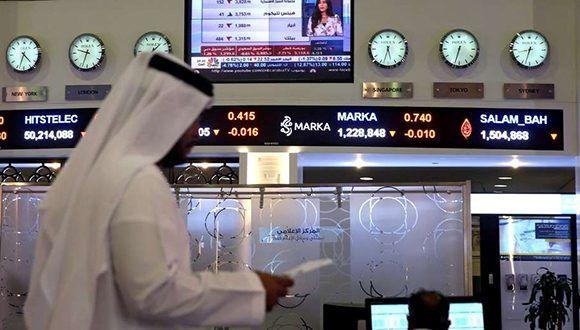 Operadores de bolsa siguen la evolución de las acciones en el mercado. Foto: Reuters.