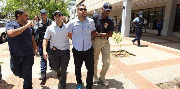 Arrestan al cineasta puertorriqueño Tito Román. Foto: Alex Figueroa Cancel/ El Nuevo Día.