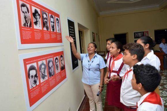 Pioneros visitan el parque museo Ñíco López, otrora cuartel Carlos Manuel de Céspedes, que exhibe nuevo montaje museográfico, en la ciudad de Bayamo. Foto: ACN