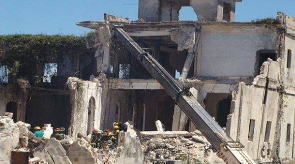 Se desploma de hotel en reconstrucción en Caibarien, Villa Clara. Foto: Radio Caibarien