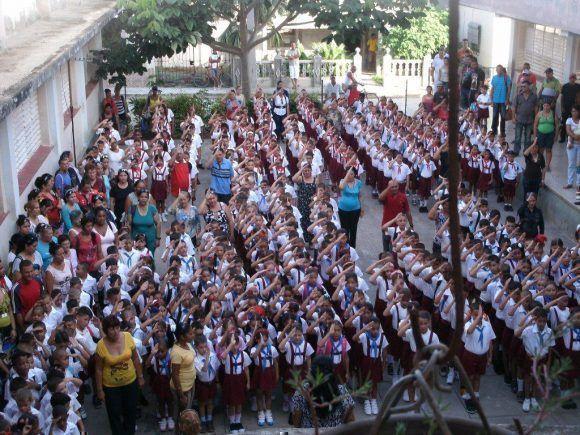 Pioneros de la Escuela Camilo Cienfuegos, Puerto Padri, Las Tunas. Foto: Niurvis Caballero Pupo
