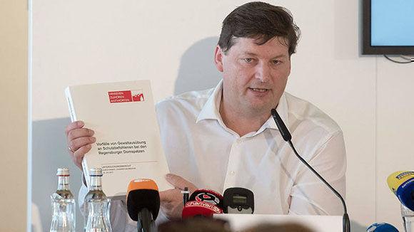 El abogado Urlich Weber, encargado de sacar a la luz lo ocurrido .Foto tomada de RTVE.