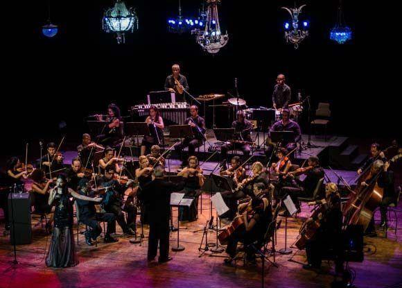 La Orquesta de Cámara Nuestro Tiempo acompaña a Annie Garcés en concierto homenaje a la trova. Foto: Randdy Fundora/ Cubadebate.