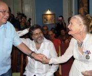 Abel Prieto y Miguel Barnet estuvieron junto a Carilda en su 95 cumpleaños. Foto: José Miguel Solís / Granma.