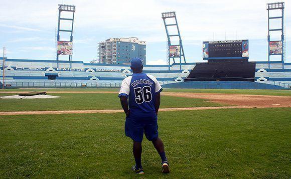 Después de 25 Series Nacionales con Industriales para Carlos Tabares el Latino es su segunda casa. Foto: José Raúl/ Cubadebate.