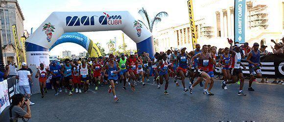 Arrancada de la cuarta edición de la Carrera por Nelson Mandela, auspiciada por la Embajada de Sudáfrica en Cuba y el Instituto Nacional de Deportes, Educación Física y Recreación (INDER), en La Habana, en Cuba, el 15 de julio de 2017. Foto: ACN/ Modesto Gutiérrez.