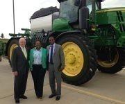 El diplomático cubano visitó Farm Bureau, la mayor organización agrícola de Iowa. Foto: @JoseRCabanas/ Twitter.