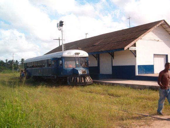 El tren en la parada de Falla. Foto: Dr. Rolondo Dornes / Cubadebate