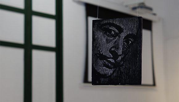 Matriz xilográfica (grabado sobre madera). Foto: Leysi Rubio/ Cubadebate