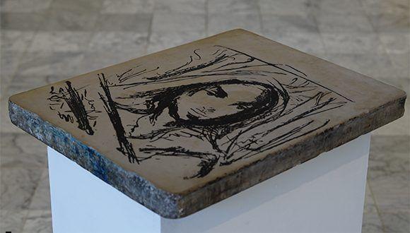 Piedra litográfica intervenida por Víctor Manuel. Foto: Leysi Rubio/ Cubadebate