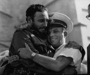 Junto al primer cosmonauta del mundo el soviético Yuri Gagarin en la conmemoración del VIII Aniversario del ataque a los cuarteles Moncada y Carlos Manuel de Céspedes, celebrado en la Plaza de la Revolución, 26 de julio de 1961. Foto: Prensa Latina/ Sitio Fidel Soldado de las Ideas